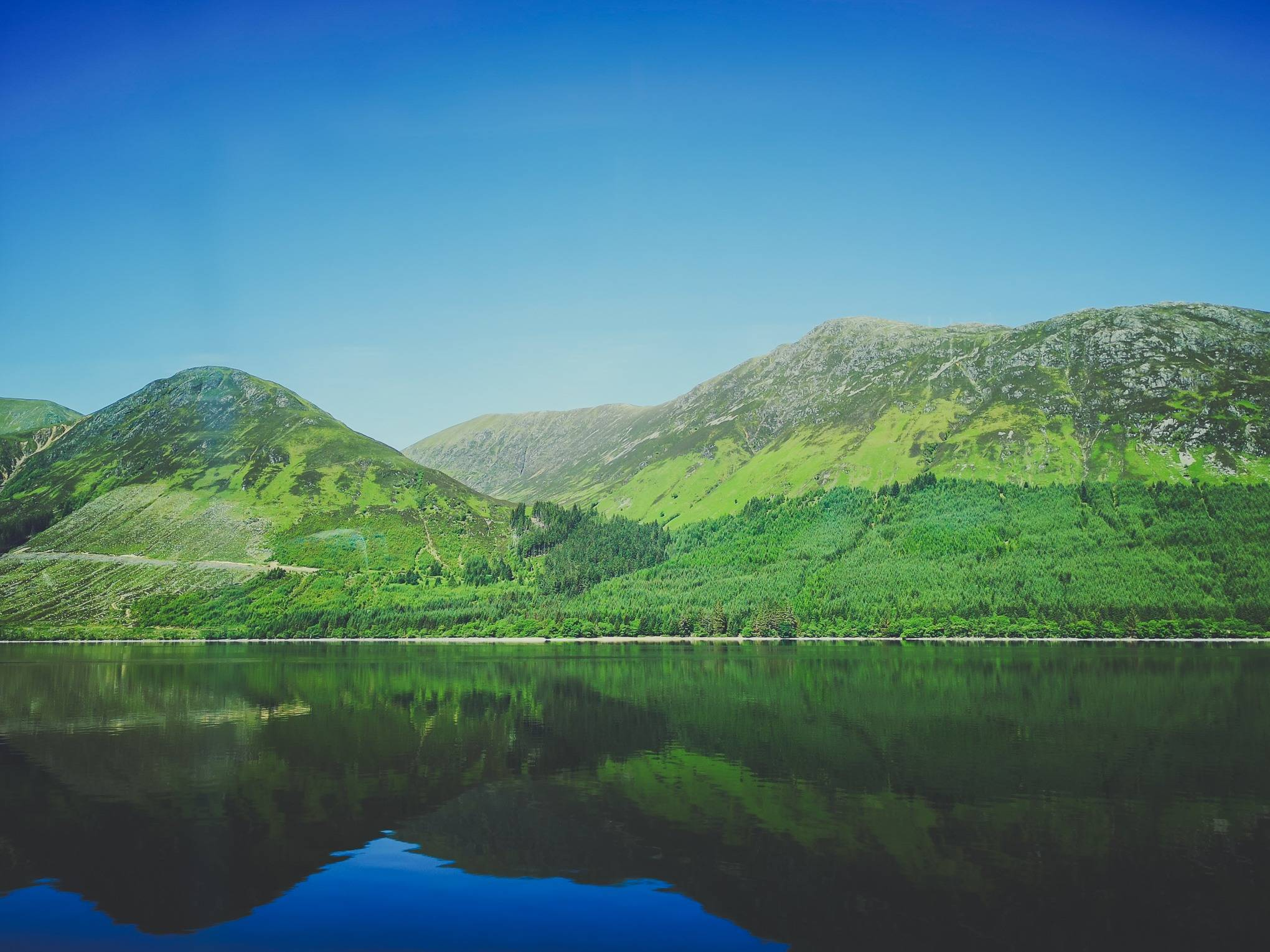 Can you tell if this is Loch Ness or any other lake in Highland of Scotland? I bet nobody can tell the difference. Photo by Alis Monte [CC BY-SA 4.0], via Connecting the Dots