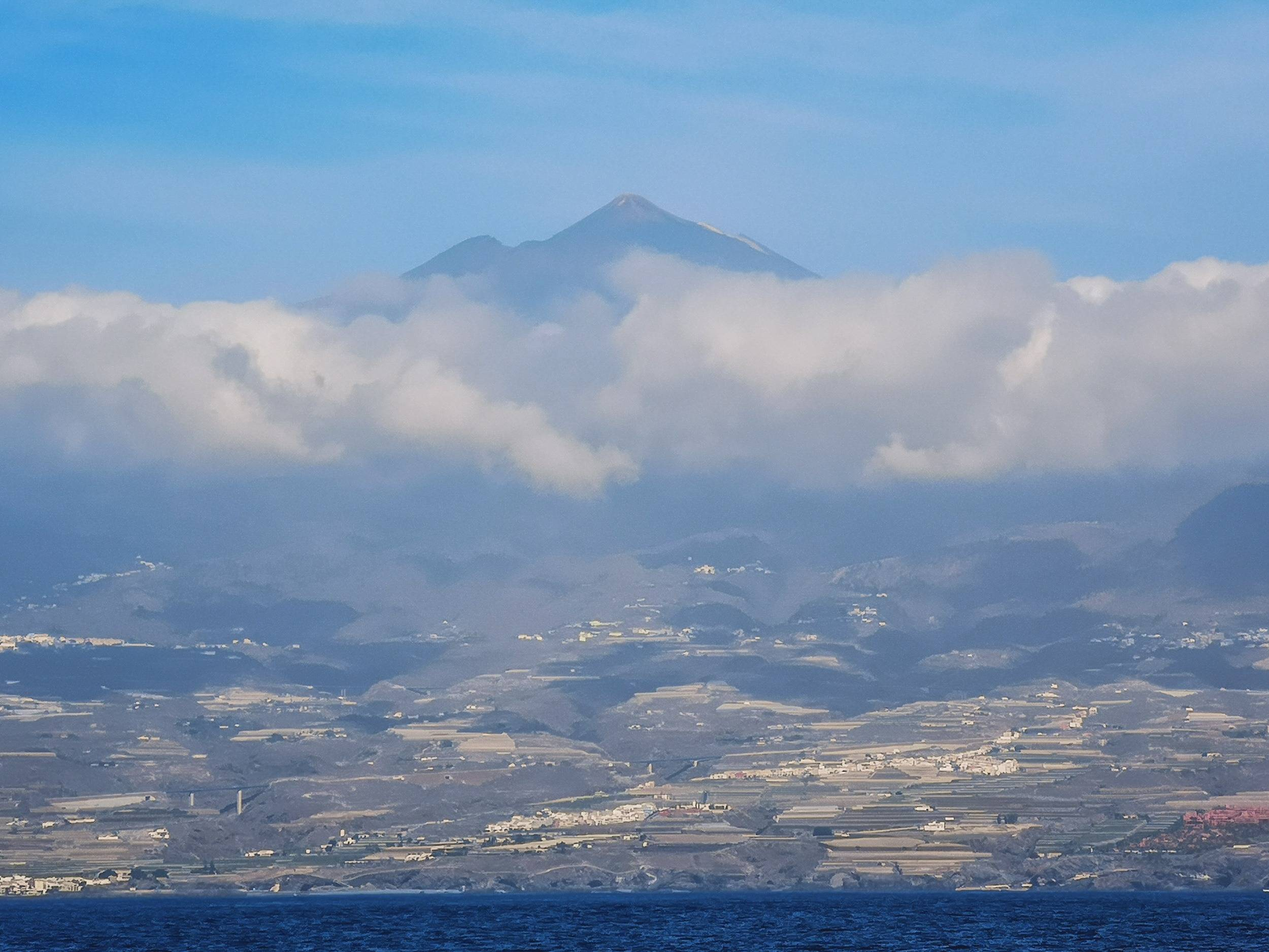 It is a popular challenge to climb Mount Teide from the sea level. Photo by Alis Monte [CC BY-SA 4.0], via Connecting the Dots