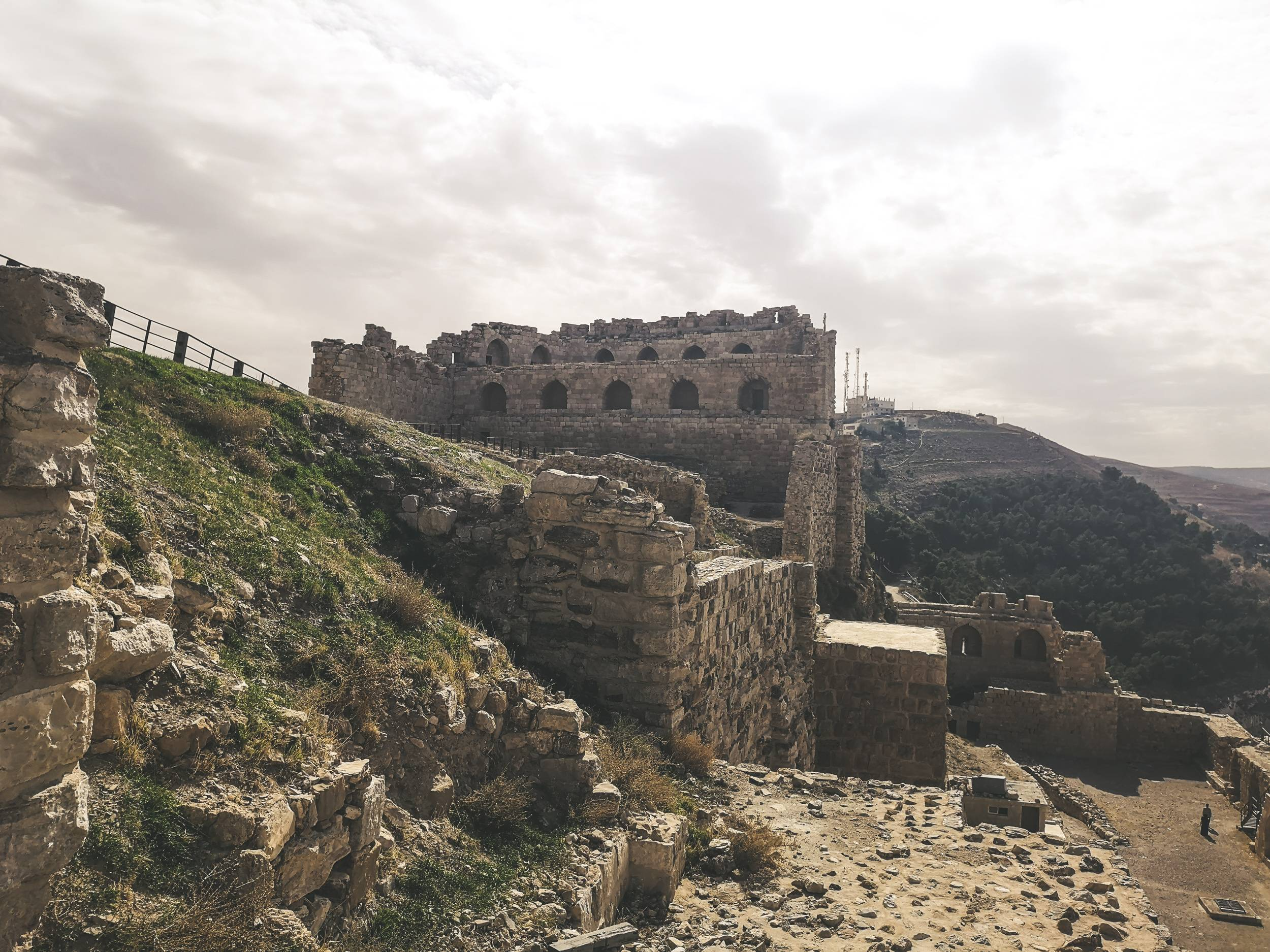 Al-Karak castle was built on the top of Moab Temple. Photo by Alis Monte [CC BY-SA 4.0], via Connecting the Dots