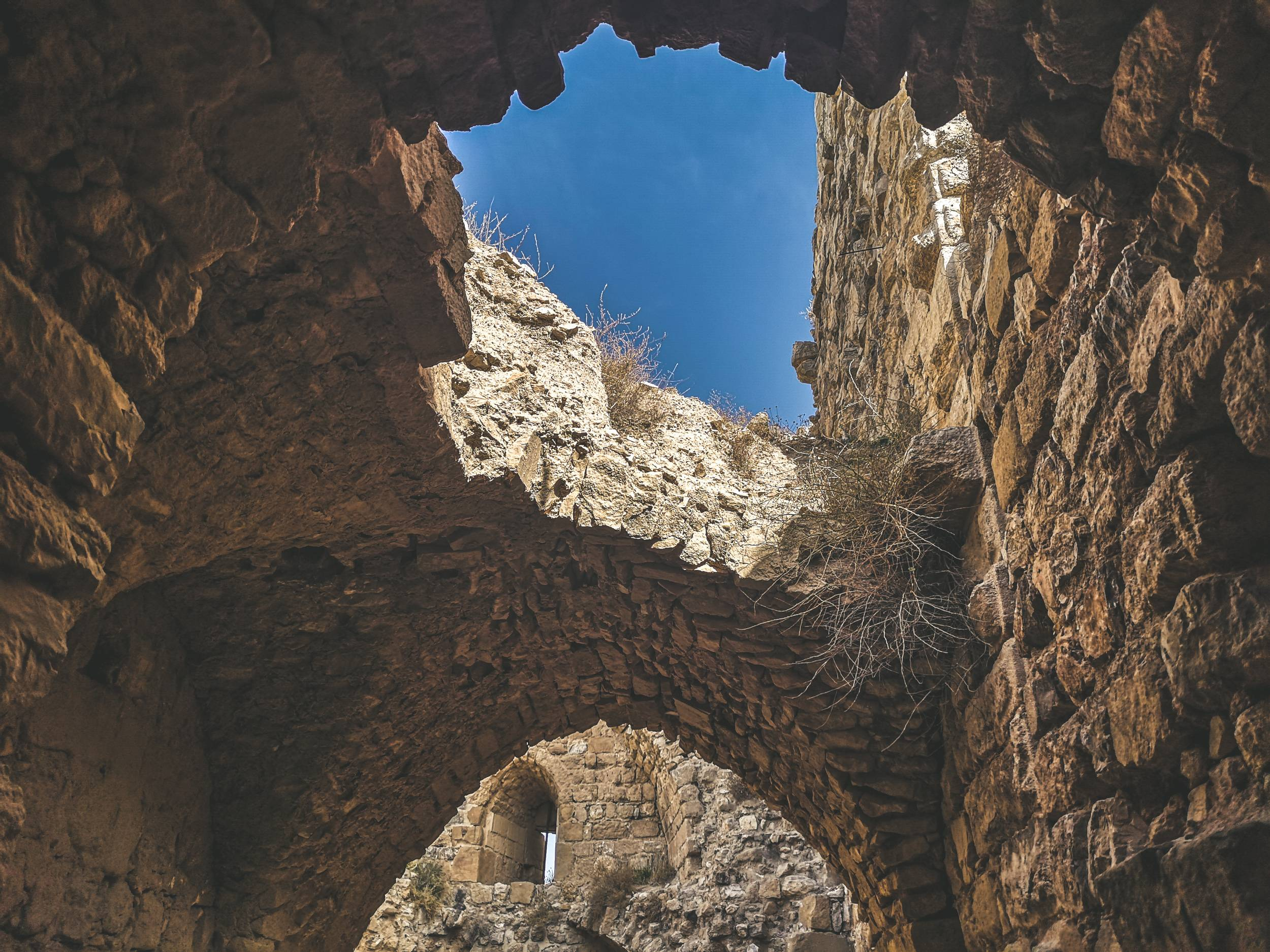 Al-Karak castle is one of the best examples of crusader castles wher eyou can see a mix of west European, Arab & Byzantine influence. Photo by Alis Monte [CC BY-SA 4.0], via Connecting the Dots