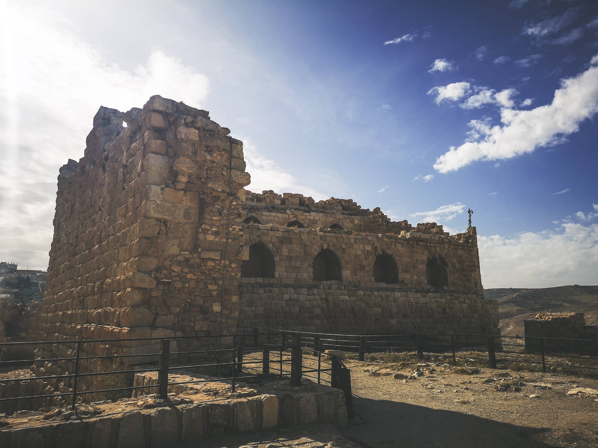 The ruins of palace in al-Karak castle. Photo by Alis Monte [CC BY-SA 4.0], via Connecting the Dots