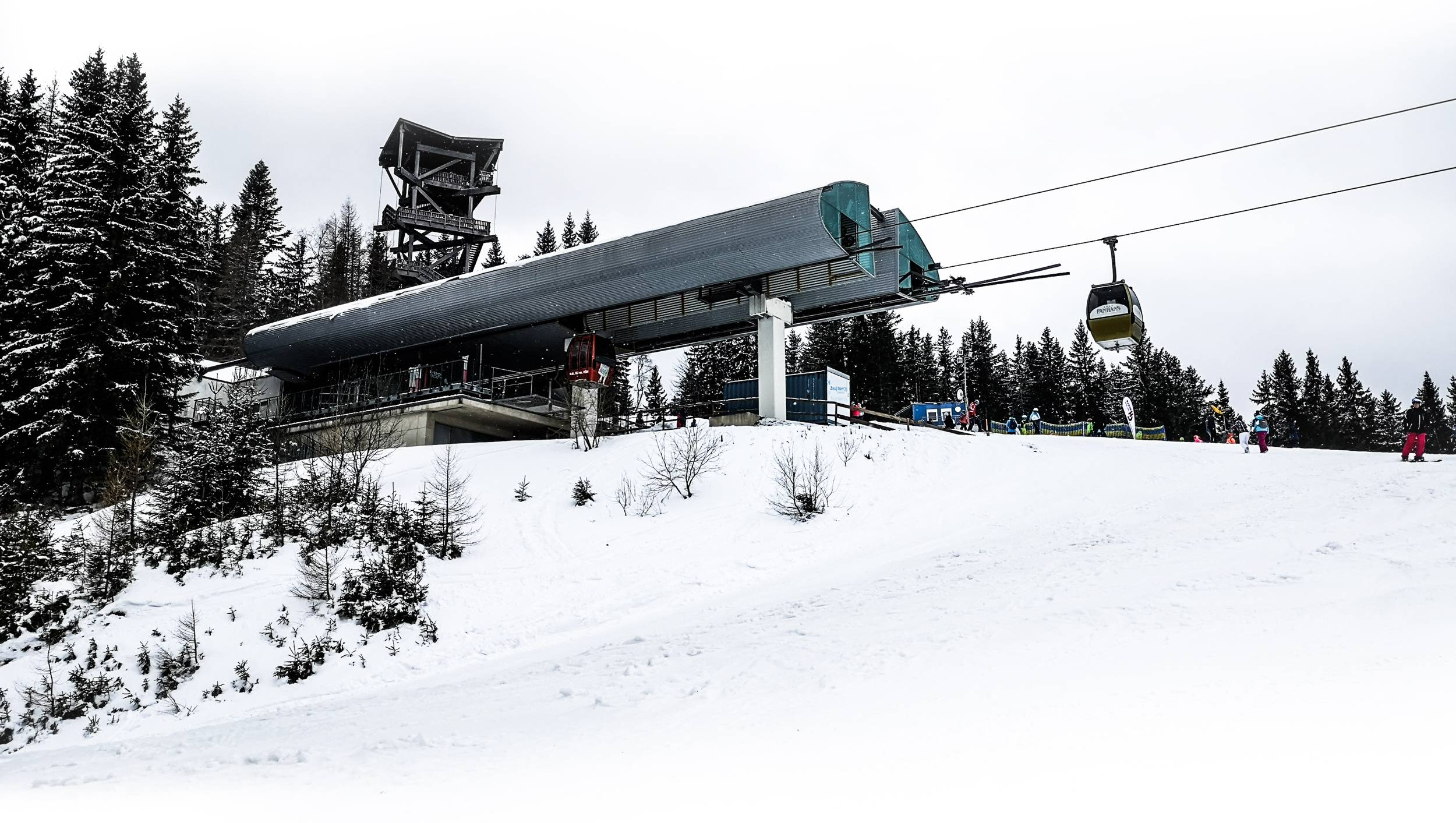 With a Ski-Pass gondola could be used as wanted. Photo by Alis Monte [CC BY-SA 4.0], via Connecting the Dots